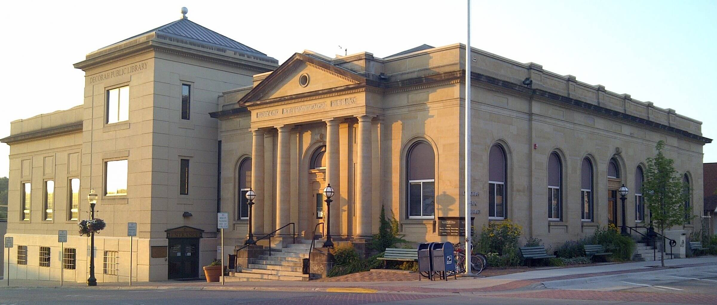 Decorah Public Library