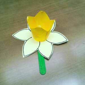 3/29: Take-and-Make Monday: Paper Daffodils